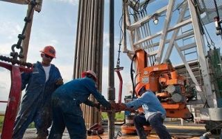 Средняя цена на нефть будет колебаться